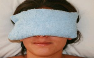 Warm compress for cornea blindness